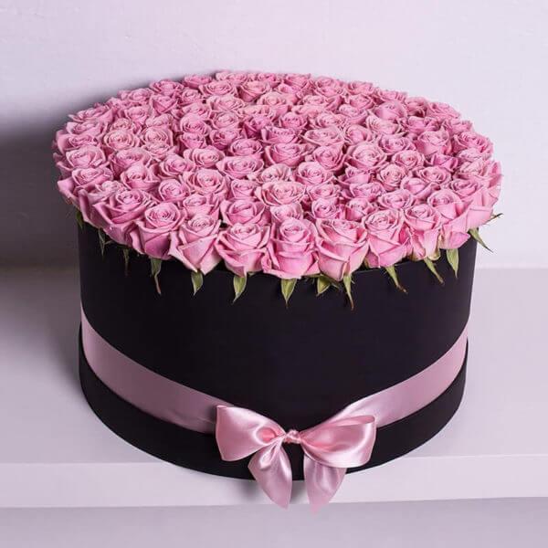 купить 101 розу в коробке
