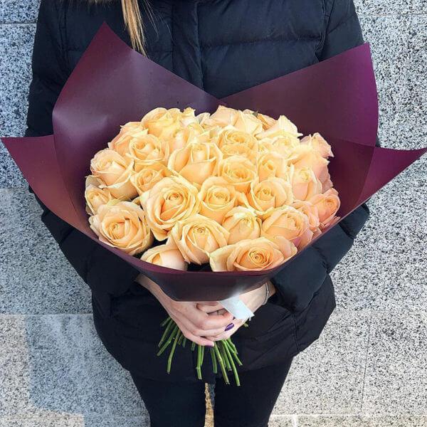 кустовые розы букет 35 штук