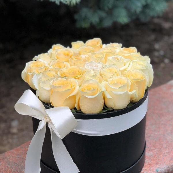 купить розы в шляпной коробке