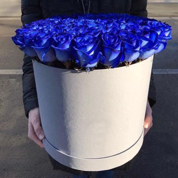 коробка синих роз