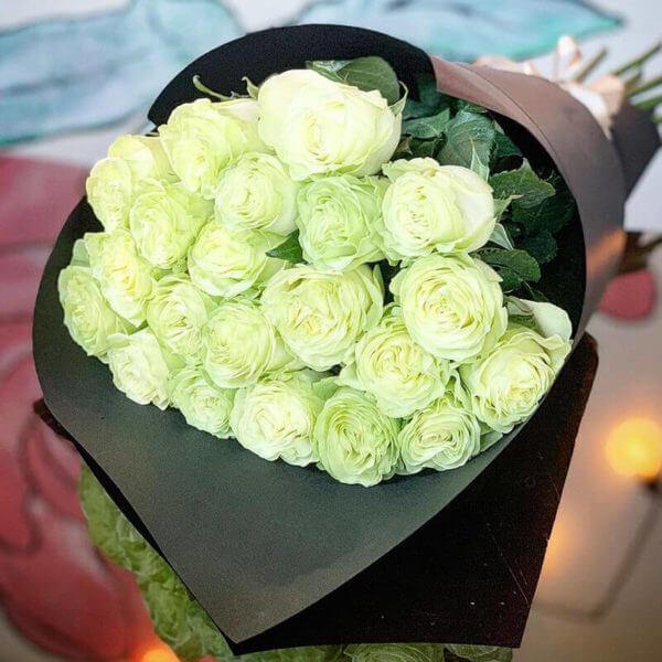 розы белые москва