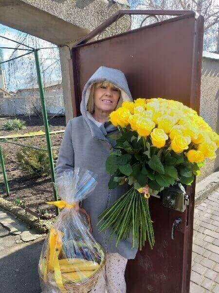 доставка цветов на дом недорого
